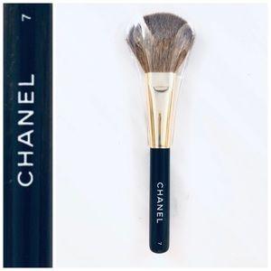 CHANEL Blush Brush 7